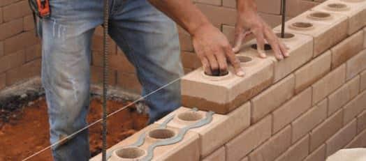 Mão de obra tijolo ecológico